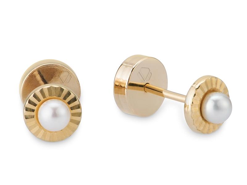 Abridores facetados Perla  Producto Disco de oro amarillo de 18k facetado, con una perla cultivada de 3mm, tope plano.