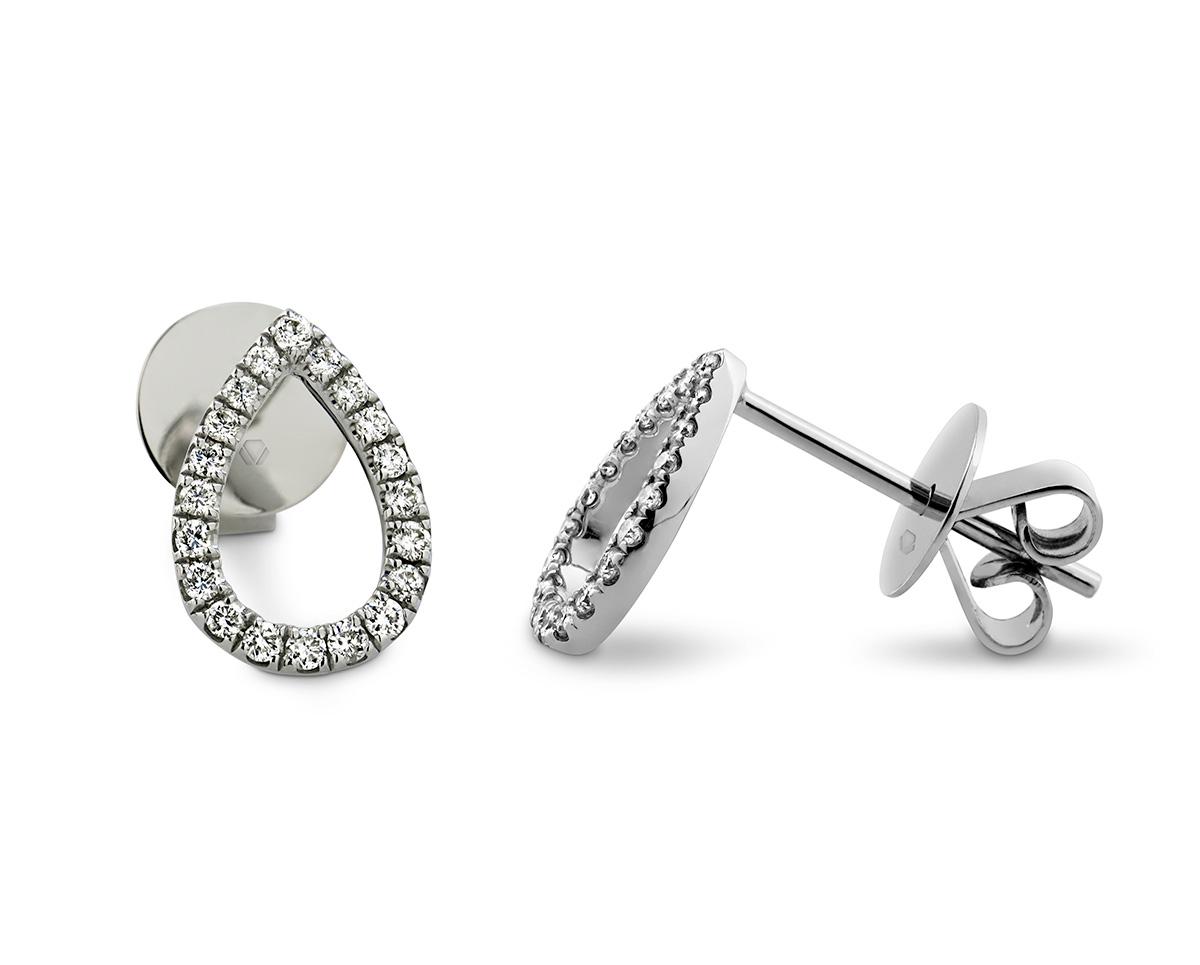 """Lumier aros 3  Producto <span style=""""font-weight: 400;"""">Gotas de oro blanco cubiertas por 40 diamantes corte brillante que suman 18 puntos en total.</span>"""
