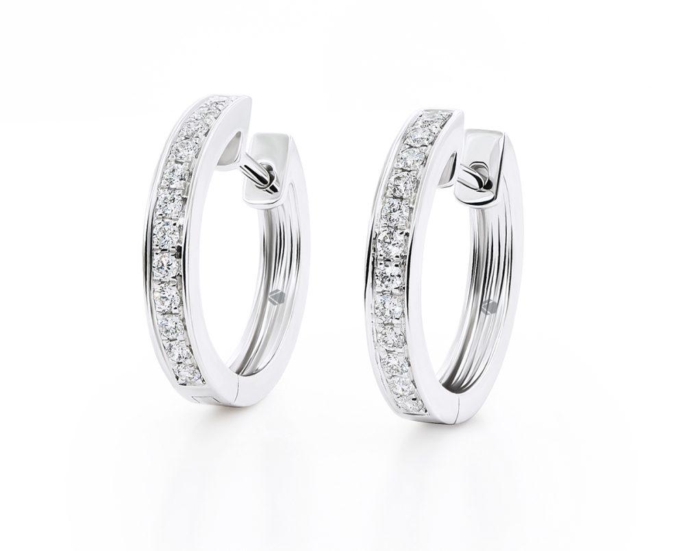 Aros Niza Oro Blanco 18k, con 24 Diamante que suman 22 pt Largo: 15 mm