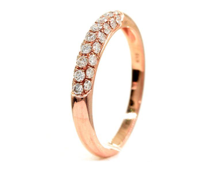 Oro Rosa 18 k y 25 Diamantes brillante que suman 36 pt.