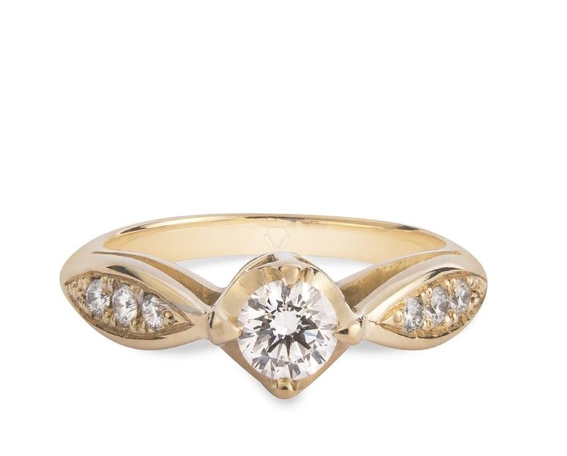 Anillo de compromiso modelo Solitario Vintage 1  Producto El anillo de compromiso Vintage es un clásico por excelencia. Su elegante, atemporal y delicado diseño, hacen de él una joya a la cual todos querrán contemplar.
