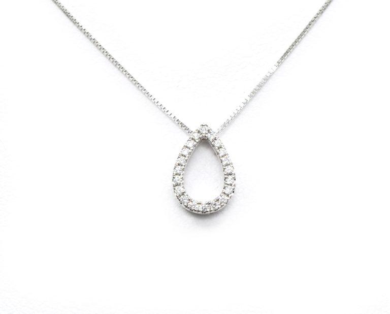 QG1628  Producto Oro 18k Blanco, con Diamante. No incluye cadena.