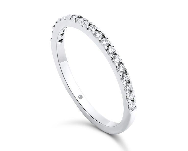 Cintillo ROUGE Platino, Oro Blanco o Rosado de 18k y 19 diamantes por la cara frontal.