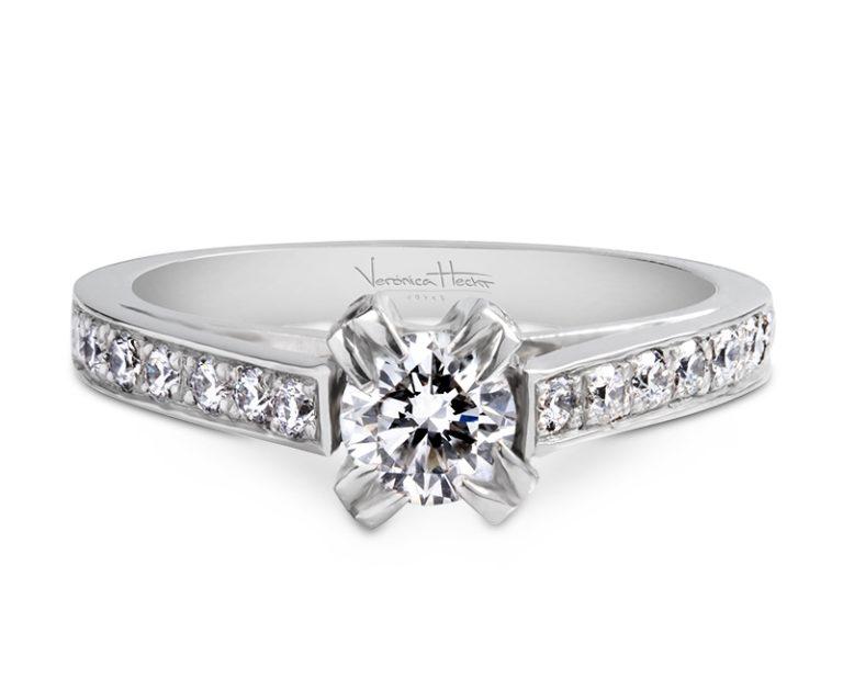 anillo de compromiso cosmique  Producto El anillo de compromiso Cosmique es una delicada representación de perfección. Destaca entre las demás joyas por su hermoso trabajo manual con diamantes.