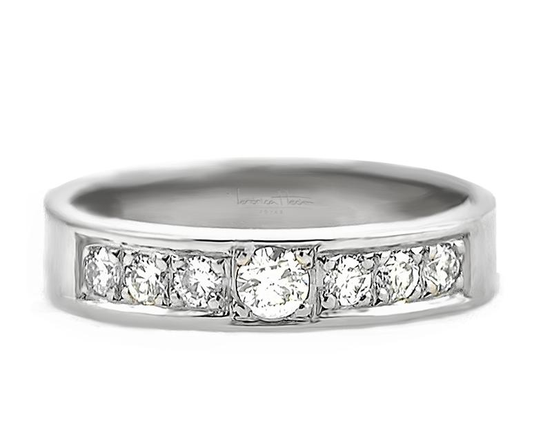anillo de compromiso personal  Producto El anillo de compromiso Personal es extraordinariamente audaz, con una silueta vigorosa y el brillo constante de sus diamantes frontales deslumbran a cualquiera.