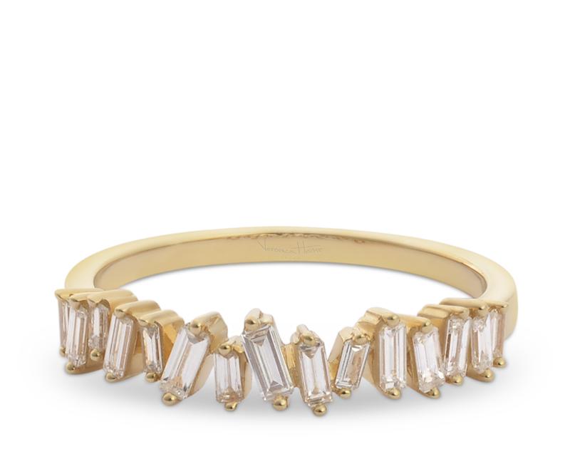 anillo de compromiso modelo cintillo baguette asimetrico 2  Producto Oro Blanco, Oro Amarillo u Oro Rosa 18k, más 15 Diamantes Baguette que suman 37 pt.