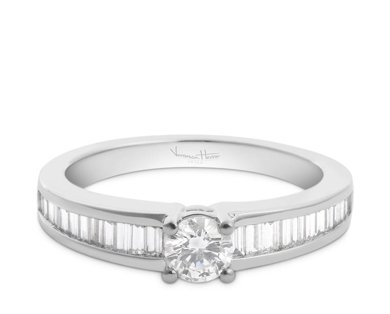 anillo de compromiso modelo solitario luxe 02  Producto El Solitario Luxe es una joya sofisticada para quienes conocen de diamantes. El diseño de esta pieza está pensado en como los hermosos diamantes reflejan la luz.