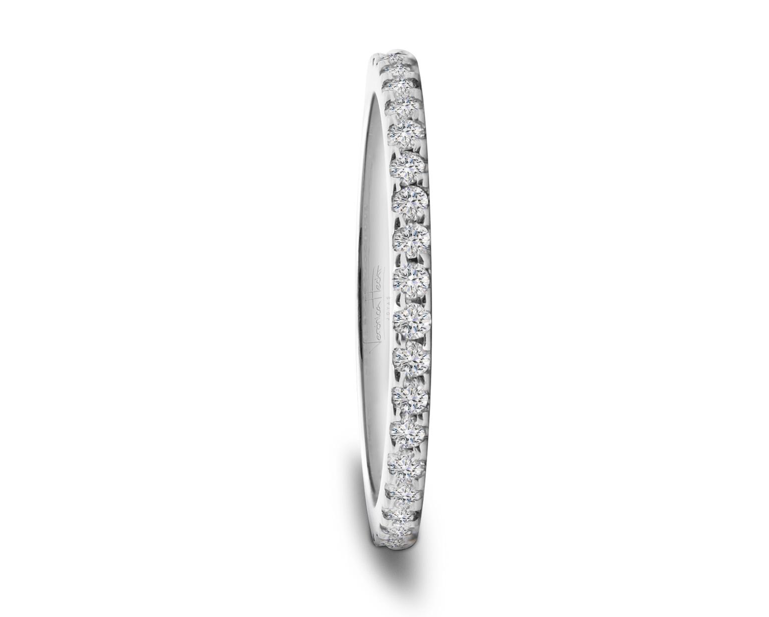 Anillo de Platino, Oro Blanco o Rosado de 18k y 50 diamantes en toda la circunferencia.