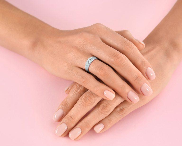 Cintillo Hodaya Noblesse Oro Blanco 18k o Platino, con opciones de diamante desde 51 hasta 53 de distinto tamaño.