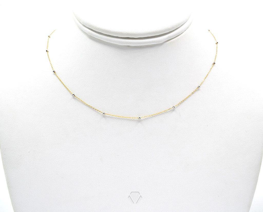 Oro 18k Amarillo, con Bolita de Oro Blanco. Incluye cadena. Largo: 45 cm