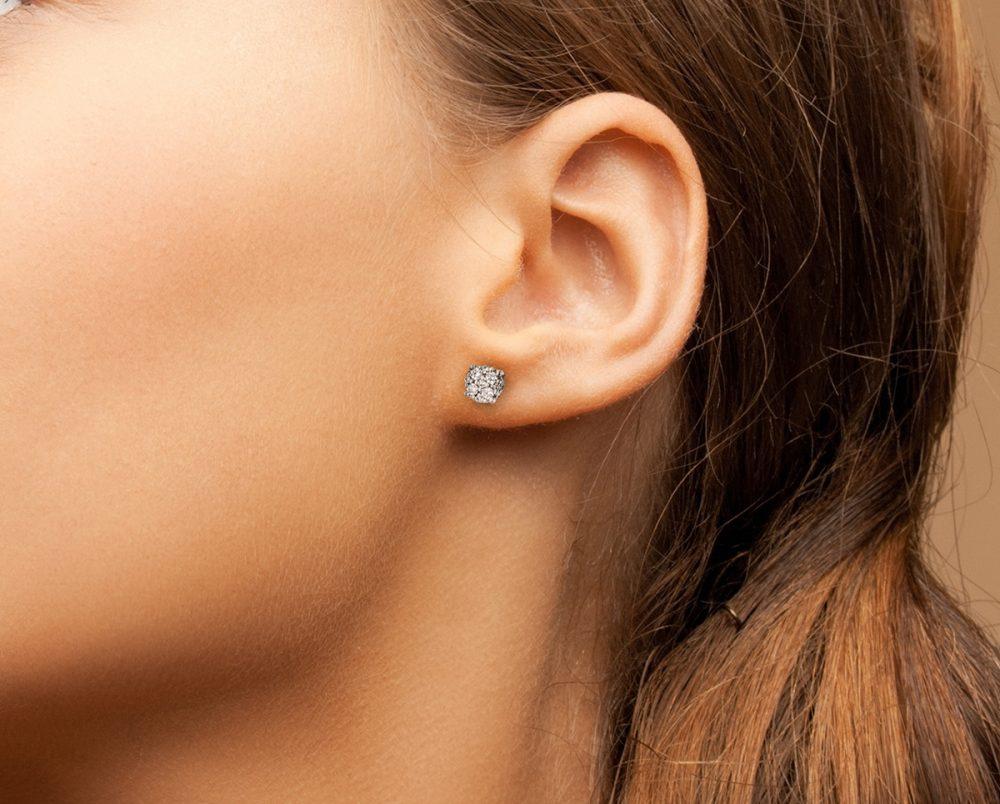 Aros 18 Diamantes brillantes que suman 1.7 pt sobre Oro Blanco 18k