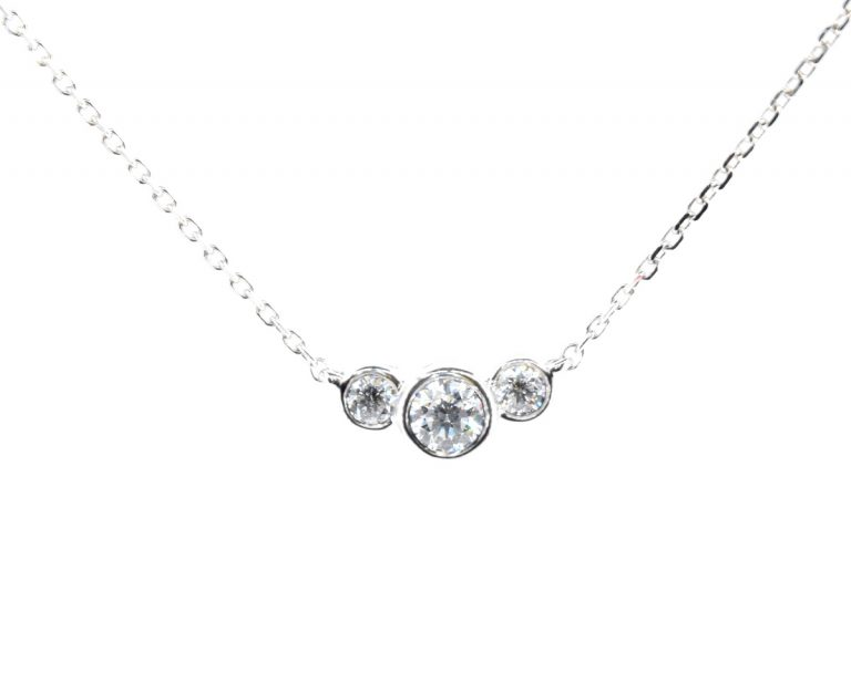 Colgante Trilogy 2  Producto Oro Blanco 18k con 3 Diamante que suman 16 pt, 1 Cadena 45cm